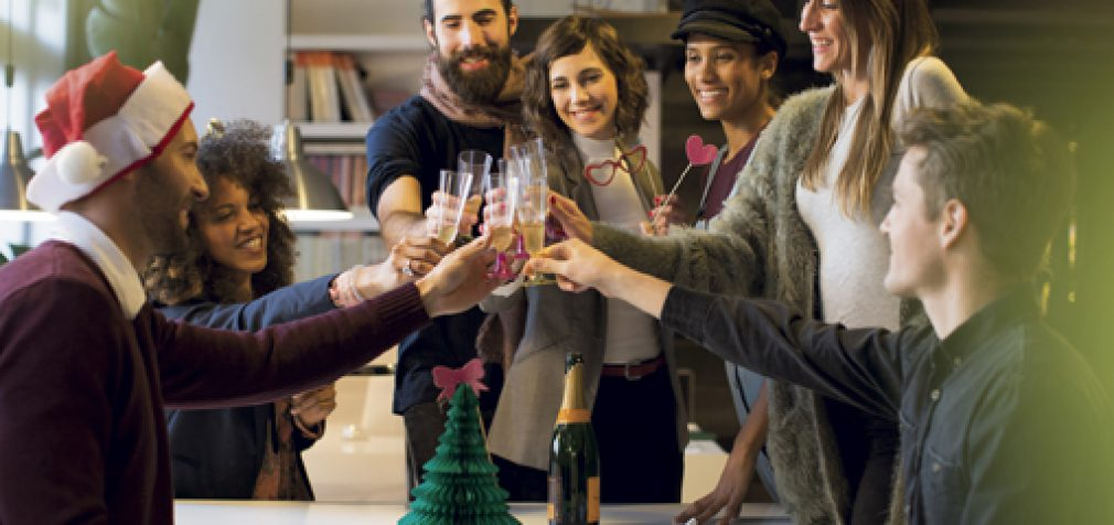HOW TO HOLD THE BEST OFFICE HOLIDAY EVENTS THIS YEAR