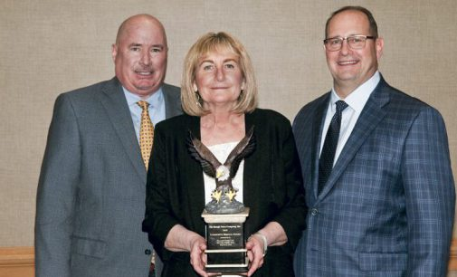 """IOWA AGENCY """"GETS DOWN TO   EARTH"""" TO WIN THE ROUGH NOTES COMMUNITY SERVICE AWARD"""